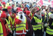 4.12.2013: Protest vor dem Verhandlungslokal in Korntal-Münchingen