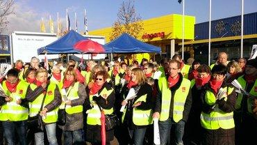 Protest vor IKEA Filliale Saarlouis