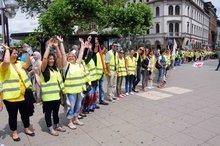 21.6.2013 - Menschenkette der Streikenden in Heidelberg