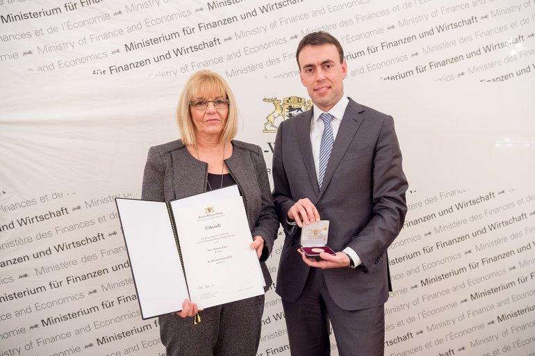 Wirtschaftsmedaille für Kaufland-Betriebsrätin Annette Fautz