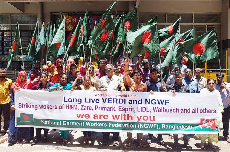 In Solidarität mit den streikenden deutschen Handelsbeschäftigten